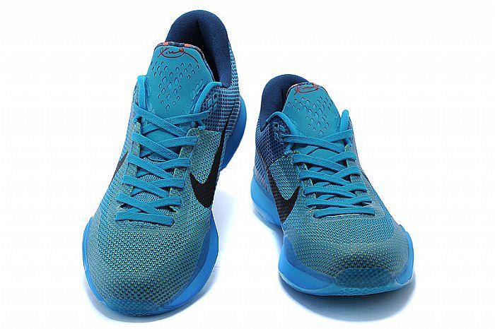 色彩上紧贴时尚潮流,设计并制造出具有穿着,保护脚踝用途的耐克运动鞋